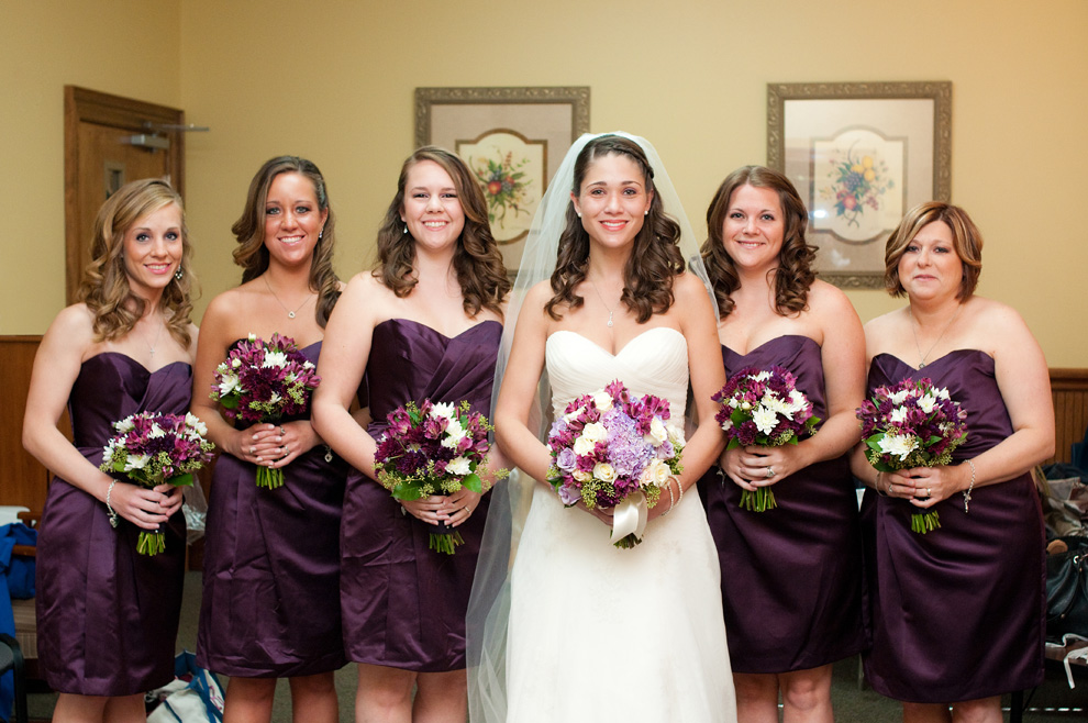 The bride with her bridesmaids, ready to say I do